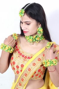 Artificial  Flower Jewellery   Set for Bride full Handmade  Premium high quality Real Flower with Pearl layer style  Look for Haldi ,Mehandi ,Baby shower , 6 Pcs  Necklace Floral pearl Bridal fashionable  Indian Wedding Jewelry (Green & yellow )