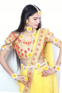 Artificial  Flower Jewellery  Set for Bride full Handmade  Premium high quality Real Flower with Moti  Kamarband set   style  Look for Haldi ,Mehandi ,Baby shower , 10 Pcs  Necklace Floral pearl  With Bridal fashionable  Indian Wedding Jewelry ( yellow)