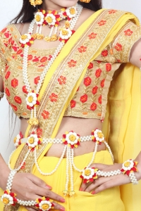 Artificial  Flower Jewellery  Set for Bride full Handmade  Premium high quality Real Flower with Moti  Kamarband set   style  Look for Haldi ,Mehandi ,Baby shower , 10 Pcs  Necklace Floral pearl  Bridal  Indian Wedding Jewelry ( RED & YELLOW)
